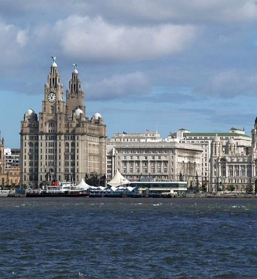 Liverpool Seafront, Liver Building